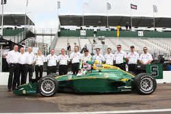 Takuma Sato, KV Racing Technology poses with KV Racing team members and his Lotus livery car