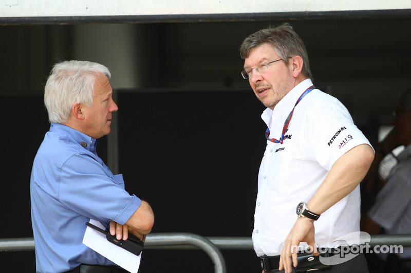 Charlie Whiting, FIA safety delegate, Race director en offical starter met Ross Brawn Team Principal, Mercedes GP