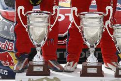 Podium: les trophées de vainqueurs de Sébastien Loeb et Daniel Elena