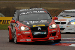 Shuan Hollamby AmD Racing VW Golf voor Andy Neate WSR BMW 320si