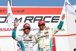 GT500 podium: 3rd place #1 Petronas Tom's SC430: Juichi Wakisaka, Andre Lotterer