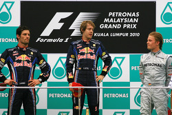 Podium: Sieger Sebastian Vettel, Red Bull Racing; 2. Mark Webber, Red Bull Racing; 3. Nico Rosberg,
