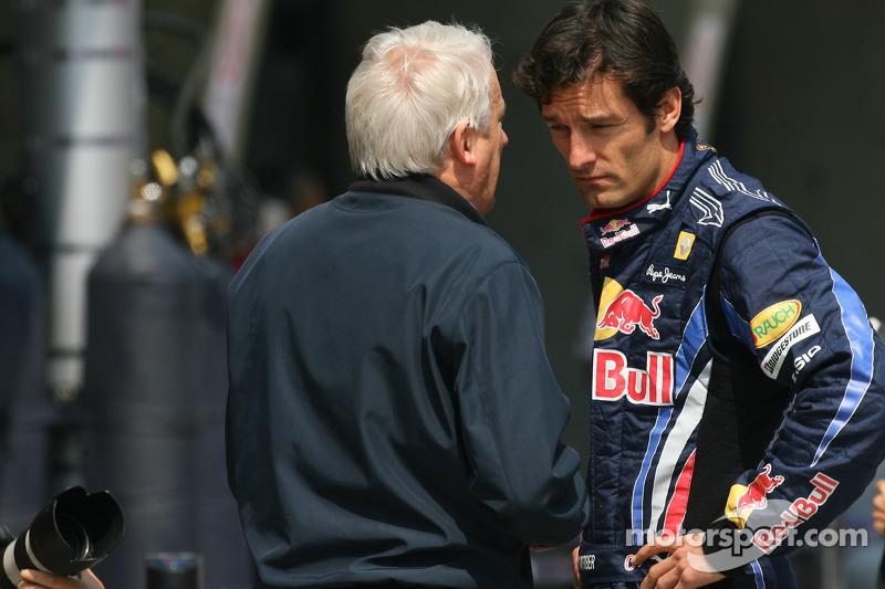 Charlie Whiting, FIA Safty delegate, Race director en offical starter en Mark Webber, Red Bull Racin