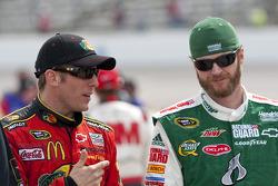 Jamie McMurray, Earnhardt Ganassi Racing Chevrolet and Dale Earnhardt Jr., Hendrick Motorsports Chevrolet