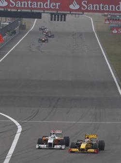 Адриан Сутиль, Force India F1 Team и Виталий Петров, Renault F1 Team
