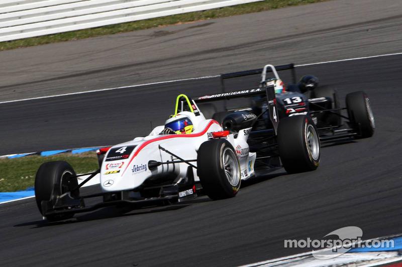 Carlos Munoz, Mücke Motorsport, Dallara F308 Mercedes rijdt voor Antonio Felix da Costa, Motopark A