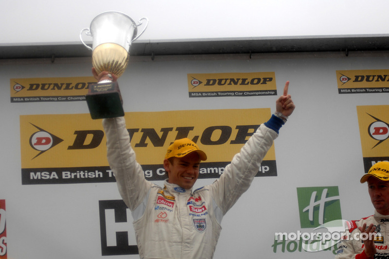 Race winnaar Tom Chilton