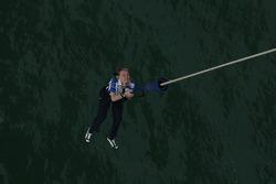 Jari-Matti Latvala bungee jumps from Auckland Bridge