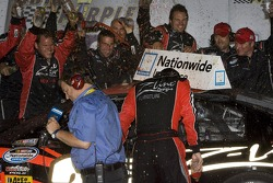 Victory lane: Denny Hamlin fête son succès