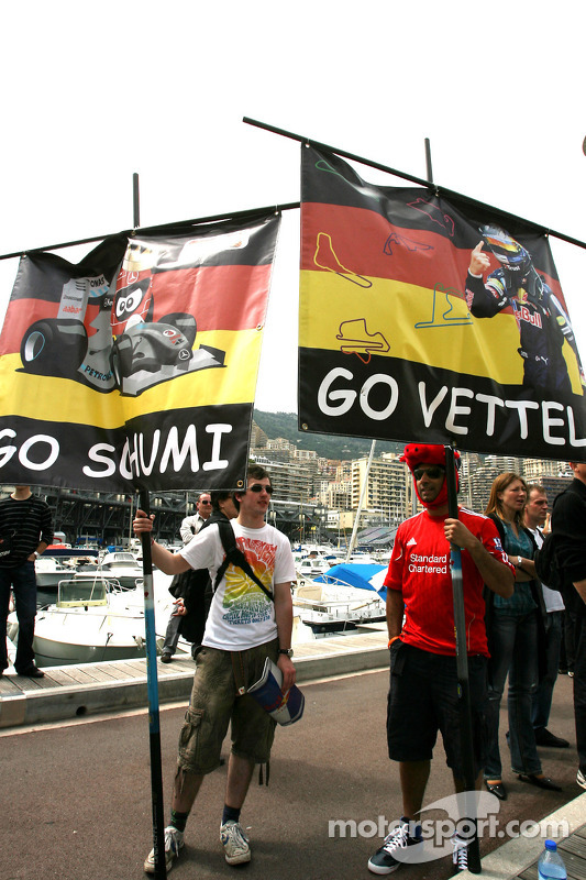 Michael Schumacher, Mercedes GP en Sebastian Vettel, Red Bull Racing fans