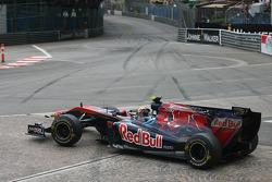 Jaime Alguersuari, Scuderia Toro Rosso spin at turn 1