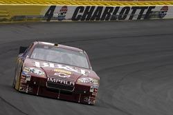 Clint Bowyer, Richard Childress Racing Chevrolet and Denny Hamlin, Joe Gibbs Racing Toyota