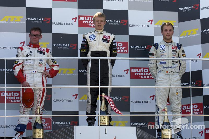 Podium: race winnaar Kevin Magnussen, Motopark Academy Dallara F308 Volkswagen, 2de Nicolas Marroc,