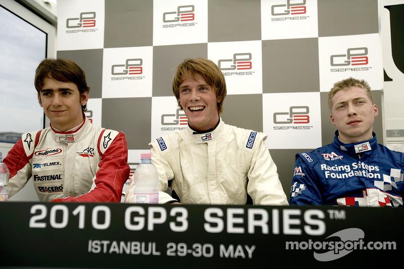 2010 Nigel Melker,  Esteban Gutiérrez y Dean Smith en la Conferencia de prensa