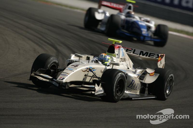 Sergio Perez devant Davide Valsecchi