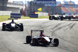 Alexander Rossi leads Dean Smith