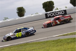 Jimmie Johnson, Hendrick Motorsports Chevrolet and Jamie McMurray, Earnhardt Ganassi Racing Chevrolet