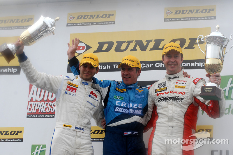 Race 2 Podium: winnaar Jason Plato, 2de Matt Neal, 3de Tom Onslow-Cole