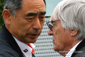 Hirohide Hamashima, Head of Bridgestone Tyre Development and Bernie Ecclestone
