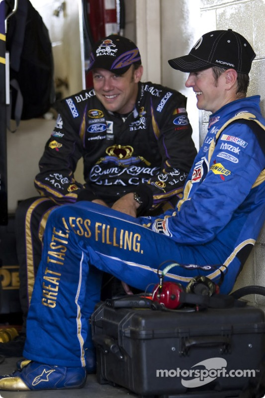 Kurt Busch, Penske Racing Dodge en Matt Kenseth, Roush Fenway Racing Ford