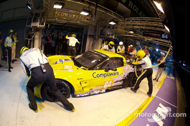 Pitstop #64 Corvette Racing Chevrolet Corvette C6 ZRL: Oliver Gavin, Olivier Beretta, Emmanuel Collard