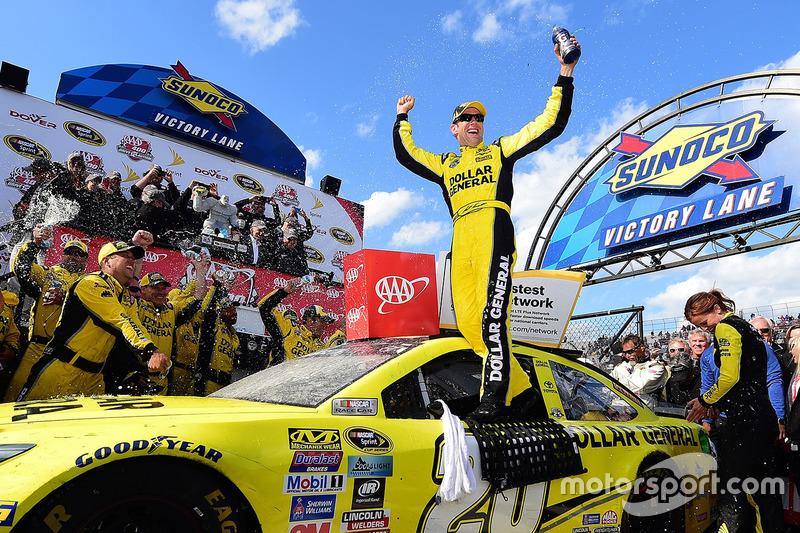 6. El ganador de la carrera, Matt Kenseth, Joe Gibbs Racing Toyota
