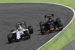 Felipe Massa, Williams FW38 and Daniil Kvyat, Scuderia Toro Rosso STR11 battle for position