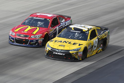 Carl Edwards, Joe Gibbs Racing Toyota, Jamie McMurray, Chip Ganassi Racing Chevrolet
