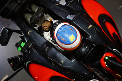 Fernando Alonso, McLaren MP4-31 in his cockpit in the garage