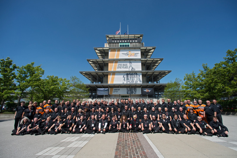 Donnerstag: Die IndyCar-Truppe und die Pagode