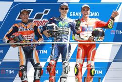 Podium: winnaar Jorge Lorenzo, Yamaha Factory Racing, 2e plaats Marc Marquez, Repsol Honda Team, 3e plaats Andrea Iannone, Ducati Team