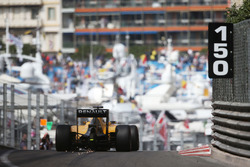 Искры из-под машины Джолион Палмер, Renault Sport F1 Team RS16