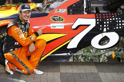 Ganador de la pole Martin Truex Jr., Furniture Row Racing Toyota