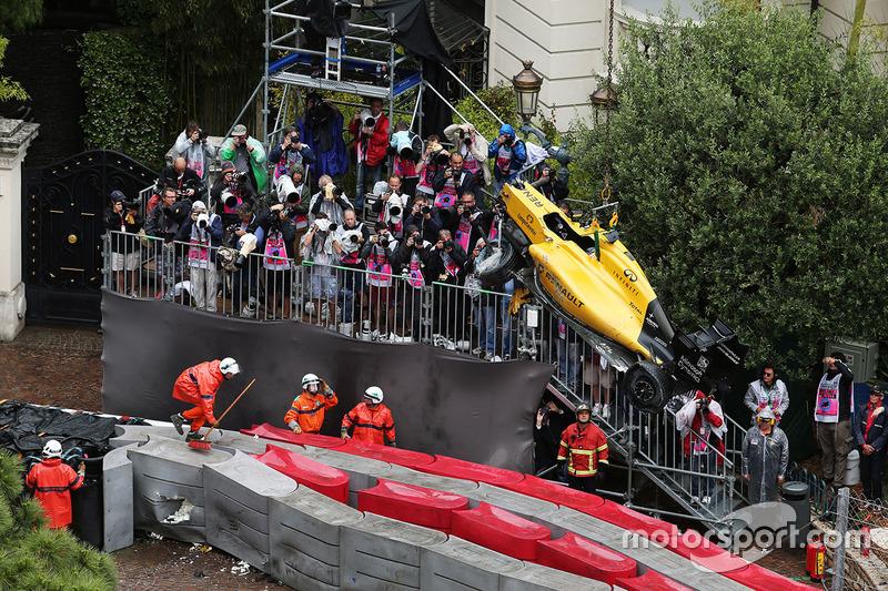 Jolyon Palmer, Renault Sport F1 Team RS16 chocó y queda fuera de la carrera