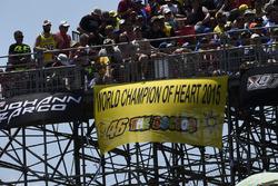 Valentino Rossi, Yamaha Factory Racing fans spandoek