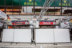 Versperrte Box: Porsche Team
