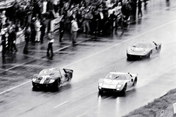 #2 Ford GT-40 Mark II: Bruce McLaren y Chris Amon