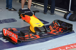 Red Bull Racing RB12, ala anteriore