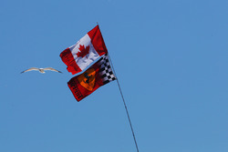 Прапори Канади та Ferrari