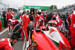 Себастьян Феттель, Ferrari SF16-H на стартовой решетке