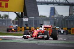 Sebastian Vettel, Ferrari SF16-H va largo alla partenza della gara