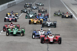 Start: Carlos Munoz, Andretti Autosport Honda leads the field