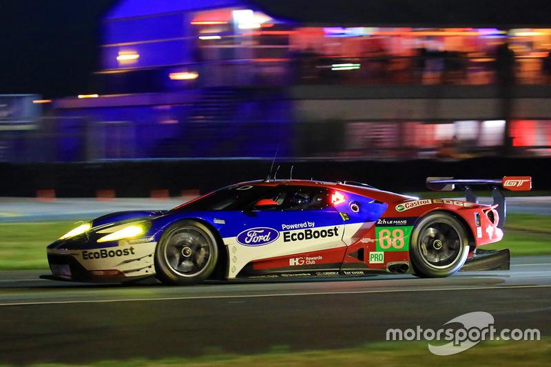 28: (Поул GTE Pro) Ford GT команды Ford Chip Ganassi Racing (№68): Джой Хенд, Дирк Мюллер, Себастьен Бурдэ
