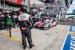 Boxenstopp: #6 Toyota Racing, Toyota TS050 Hybrid: Stéphane Sarrazin, Mike Conway, Kamui Kobayashi