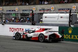 #5 Toyota Racing Toyota TS050 Hybrid: Anthony Davidson, Sébastien Buemi, Kazuki Nakajima stoppt auf der Strecke in der letzten Runde
