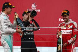 Eerste plaats Nico Rosberg, Mercedes AMG Petronas F1 W07, tweede plaats Sebastian Vettel, Scuderia Ferrari SF16-H en derde plaats Sergio Perez, Force India F1 VJM09