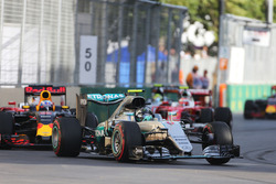 Nico Rosberg, Mercedes AMG F1 W07 Hybrid al comando alla partenza della gara