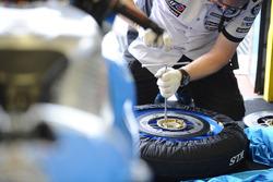 Marc VDS Racing mechanic at work