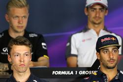 Daniil Kvyat (Scuderia Toro Rosso) és Daniel Ricciardo (Red Bull Racing)