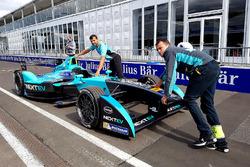 La monoposto Nelson Piquet Jr., NEXTEV TCR Formula E Team